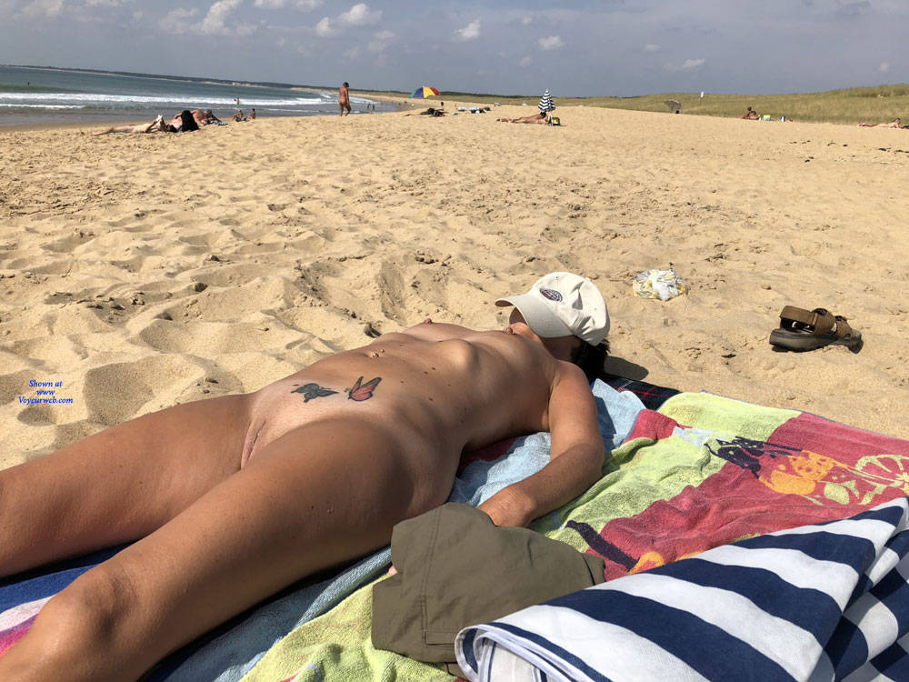 retired mature nudist spending a couple of days at the beach #1