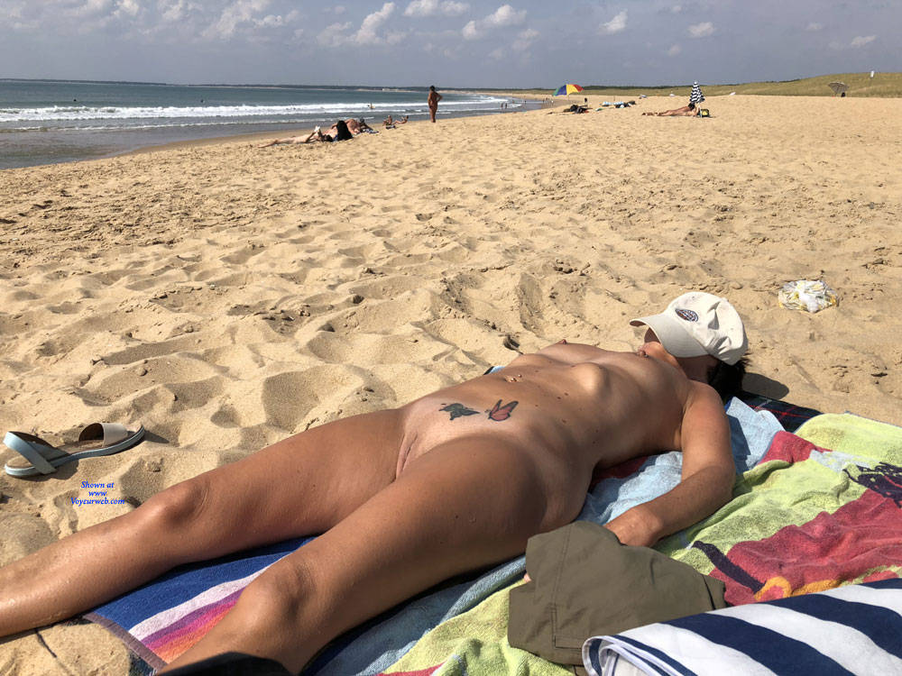 retired mature nudist spending a couple of days at the beach #5