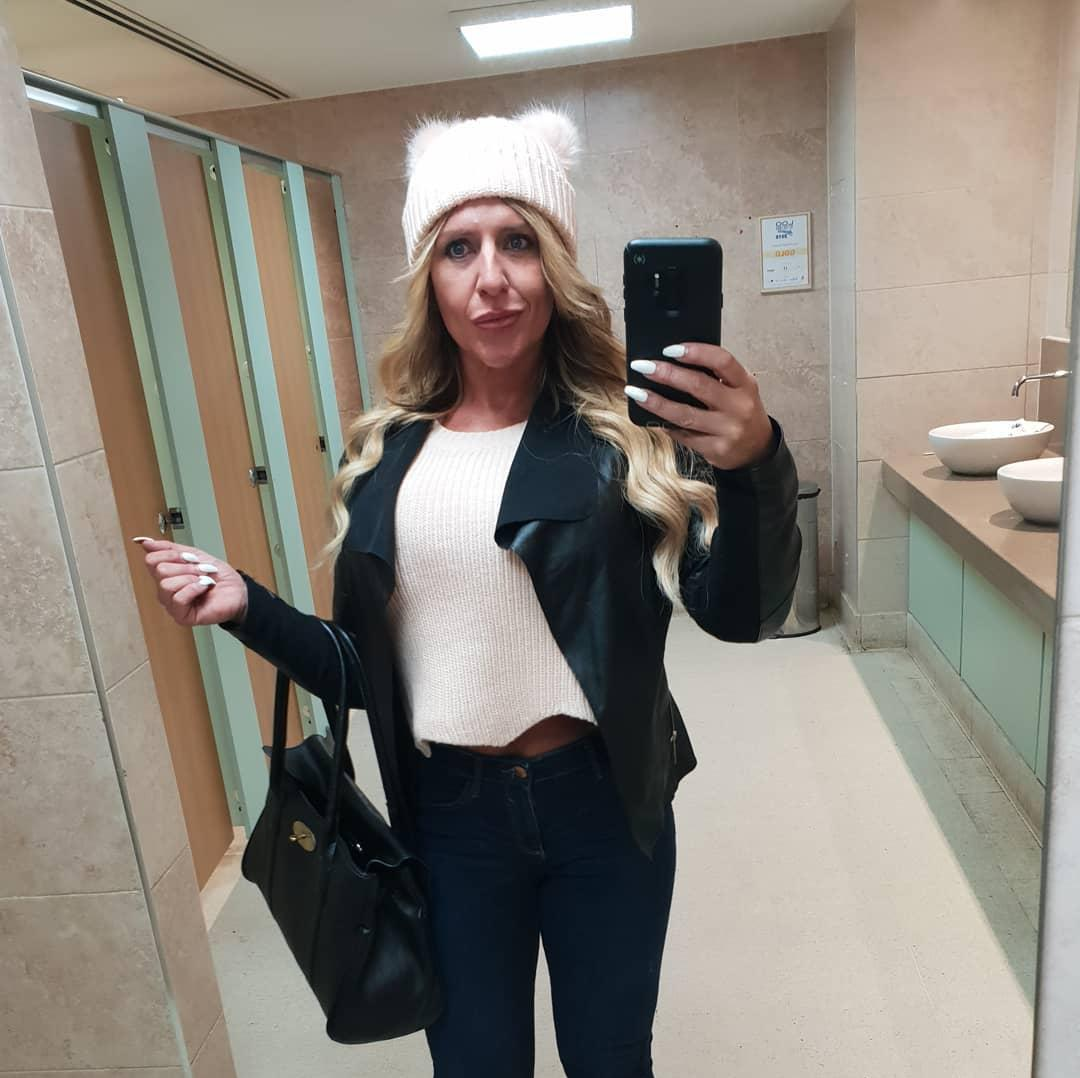 british soccer mom flaunting her stunning rack and fitness body picture 9