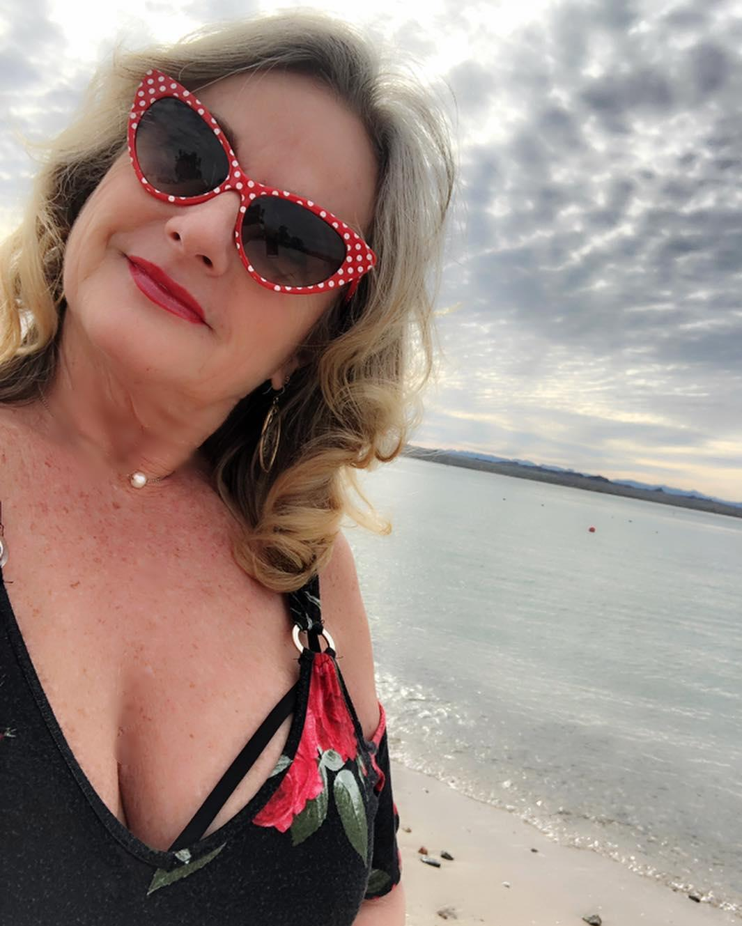 60 years old widdow doing sexy tits selfies on insta picture 7