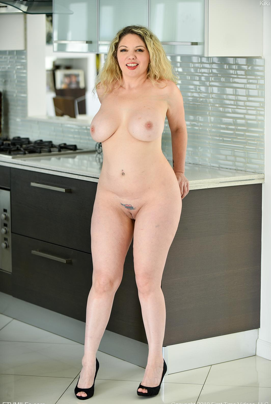 busty comfy mature orgasming twice this morning after she woke up picture 6