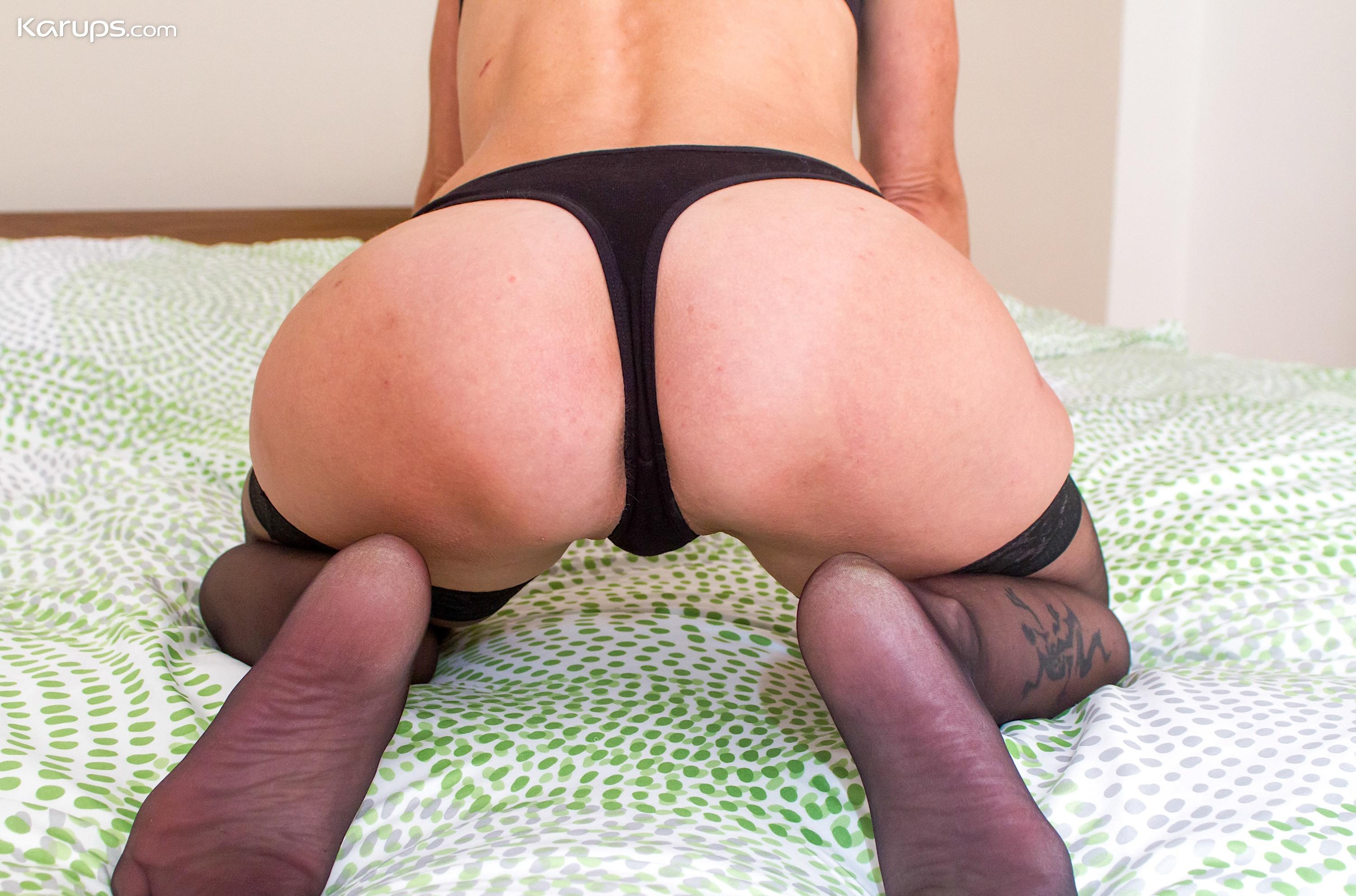 skinny mature wife flashing her sportive butt picture 7