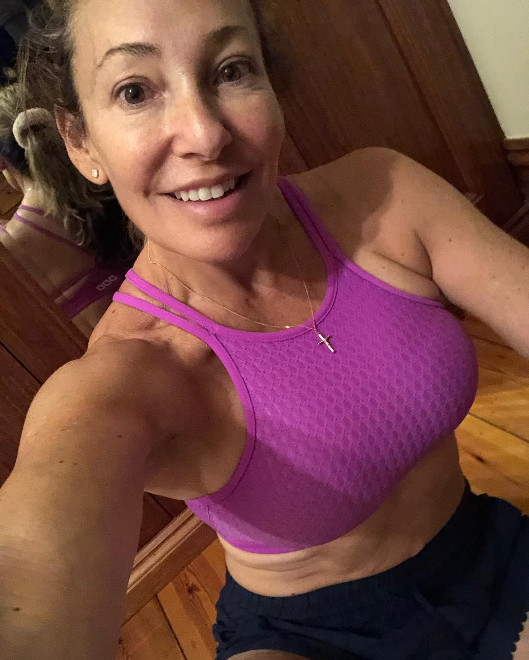 fit over 40 - hot selfies from athletic cougar bertha from wisconsin (leggings) picture 5