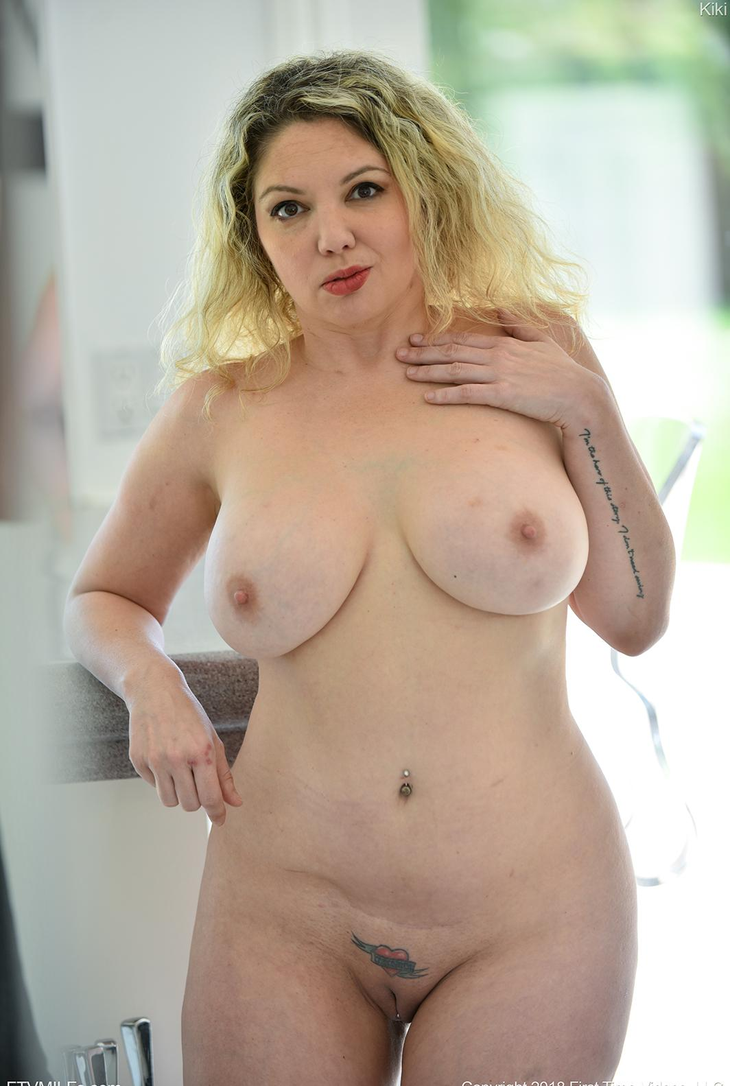 busty comfy mature orgasming twice this morning after she woke up picture 4