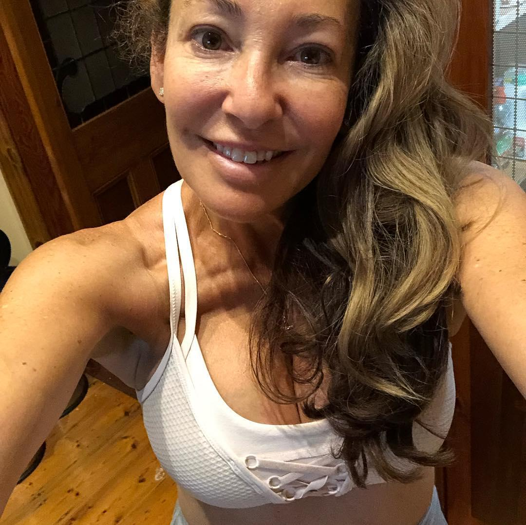fit over 40 - hot selfies from athletic cougar bertha from wisconsin (leggings) picture 11