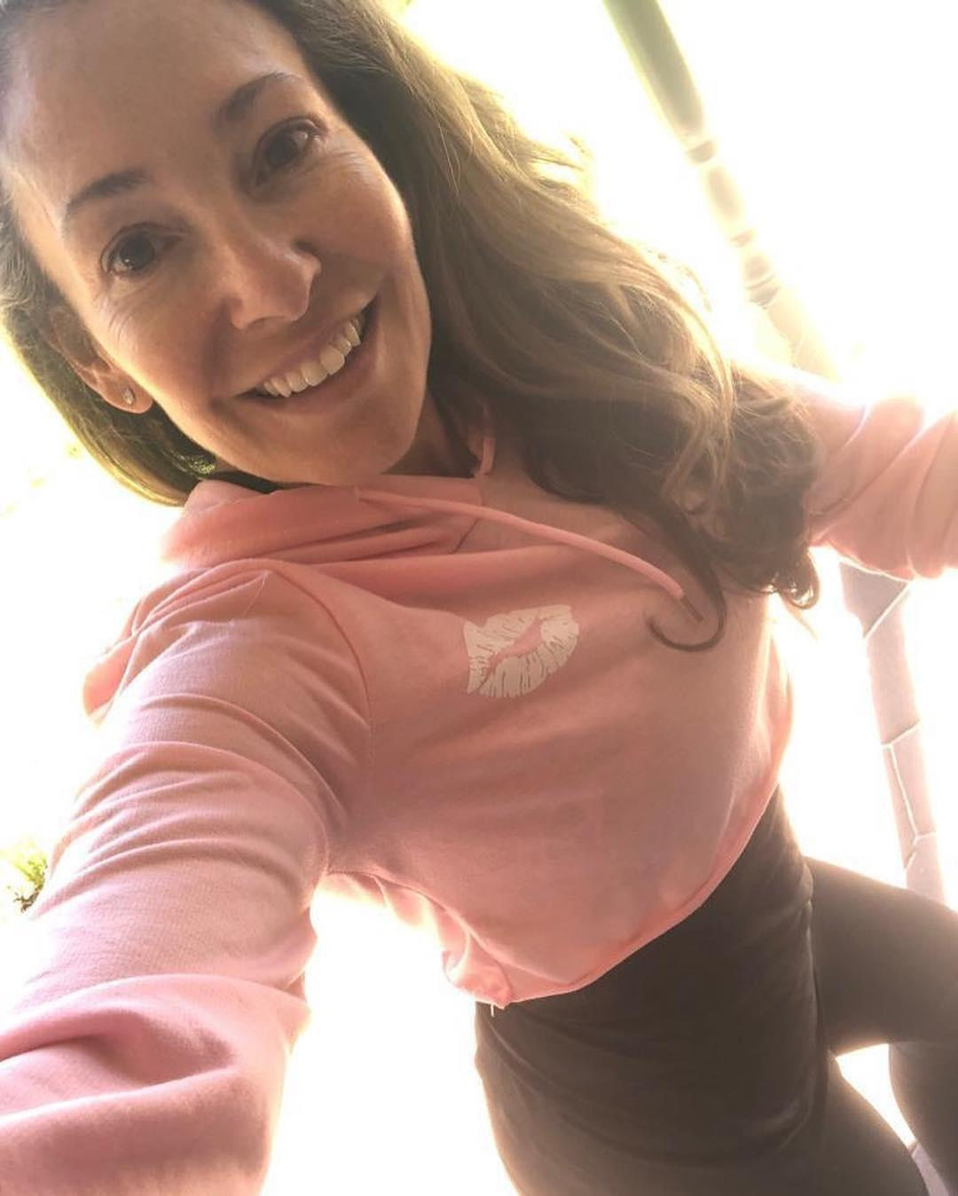fit over 40 - hot selfies from athletic cougar bertha from wisconsin (leggings) picture 9
