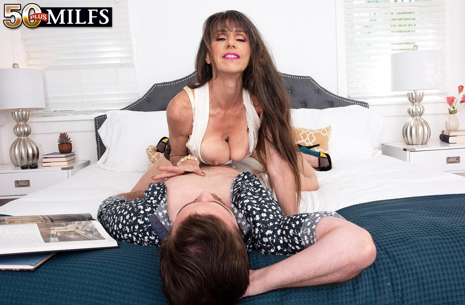 sweet mature Beth Sinkati spending a fine anal hour with her younger lover picture 10