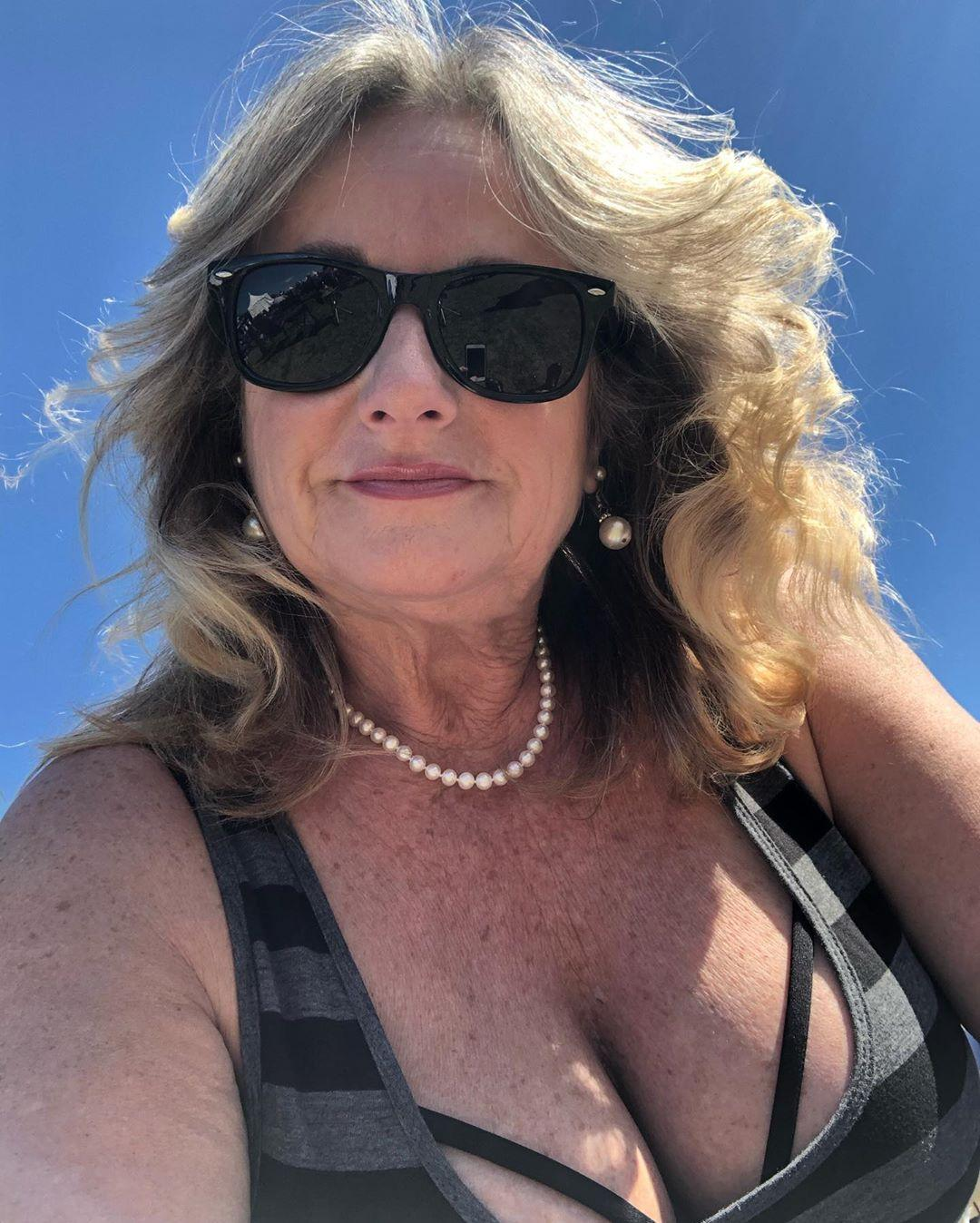 60 years old widdow doing sexy tits selfies on insta picture 6