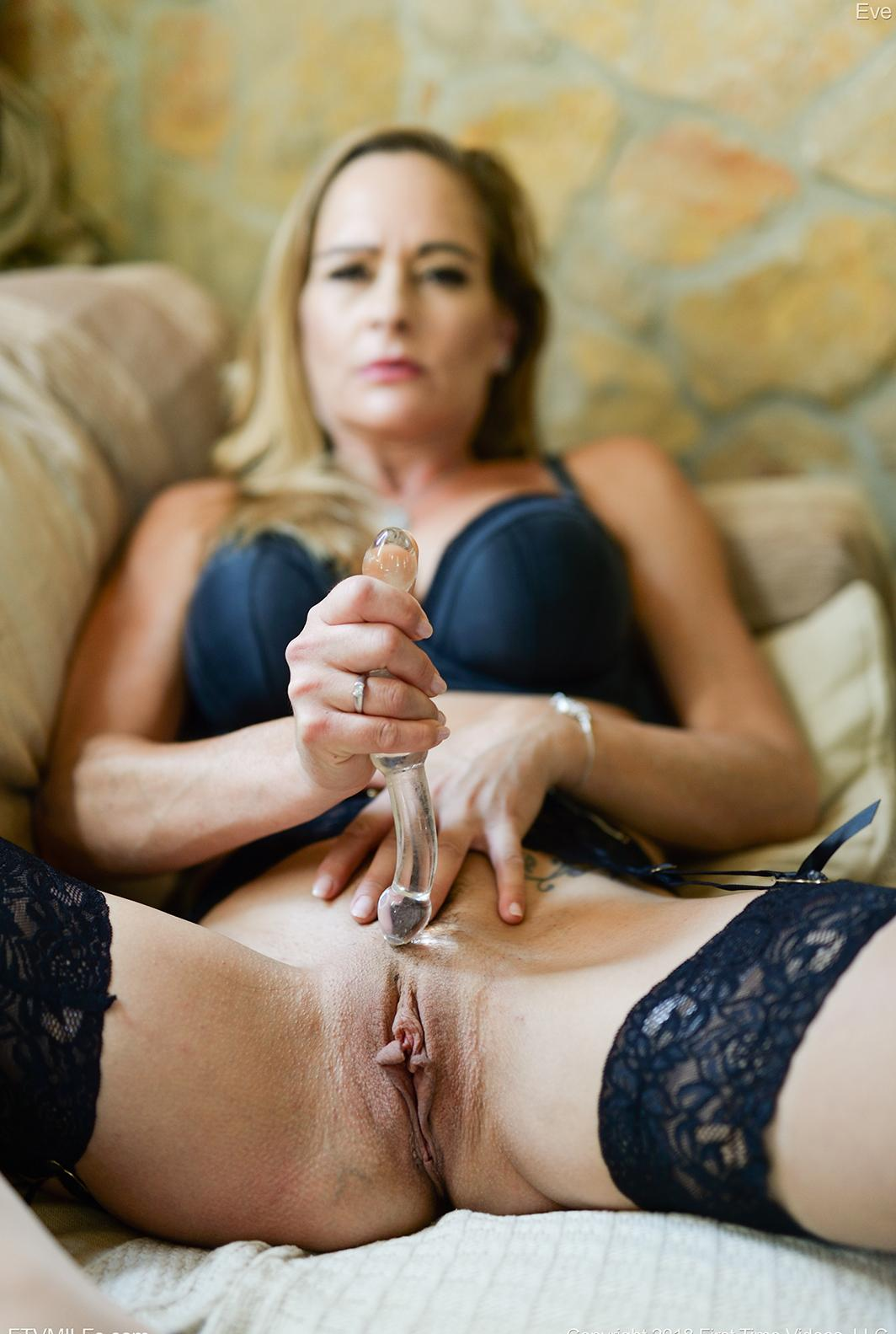 kinky french mom puts something dirty between her legs picture 7