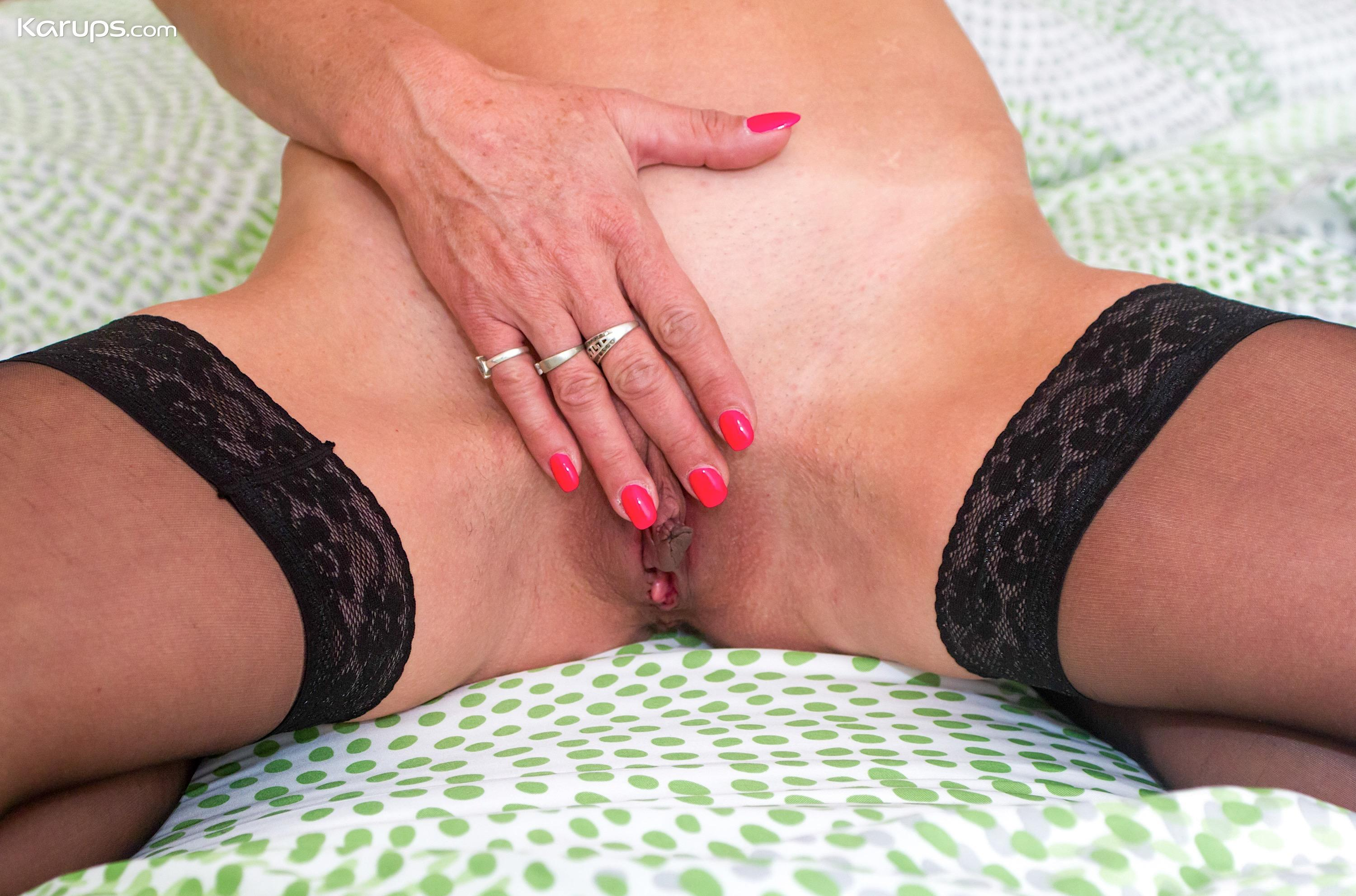 skinny mature wife flashing her sportive butt picture 13