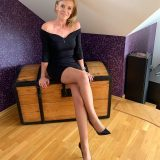 sexy polnish slut with dream legs posing for selfies picture 8