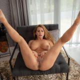 busty homegrown mature Dorothy Black opens her legs large picture 15