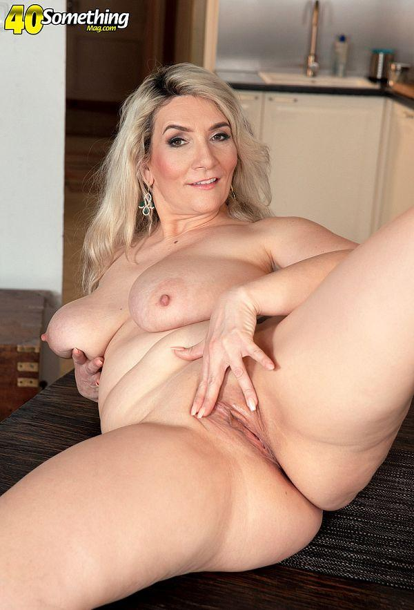 Meet Sandy, a MILF with big boobs - Sandy Bigboobs (76 Photos) - 40 Something picture 2