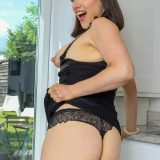 This sexy european mature masturbates twice a day when her husband is at work. picture 10