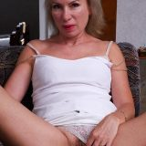 conservative mature wife Kate rubbing her ass and clit after she woke up wet picture 3