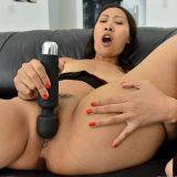 japanese mature flashing her splendid little labia picture 9