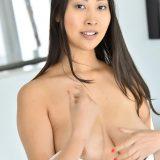 japanese mature flashing her splendid little labia picture 11