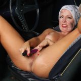 hot american mature spreading her legs inside her automobile picture 14