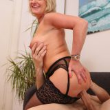pretty ole mature Susi opens her legs and takes my overboarding dump picture 13