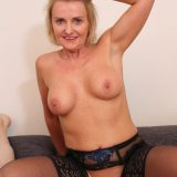 pretty ole mature Susi opens her legs and takes my overboarding dump picture 14
