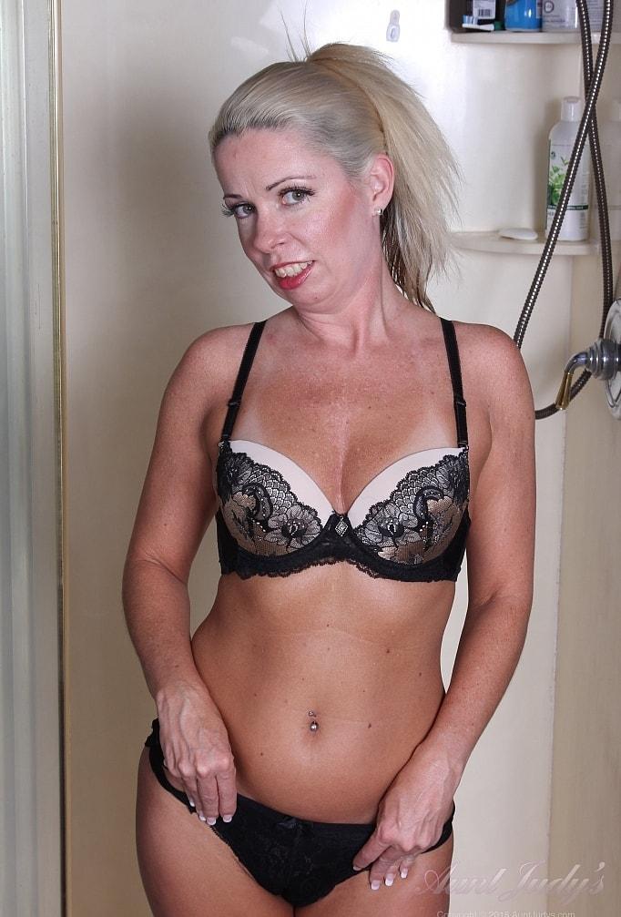 blonde tall mature liz enjoying morning masturbation under the shower picture 2
