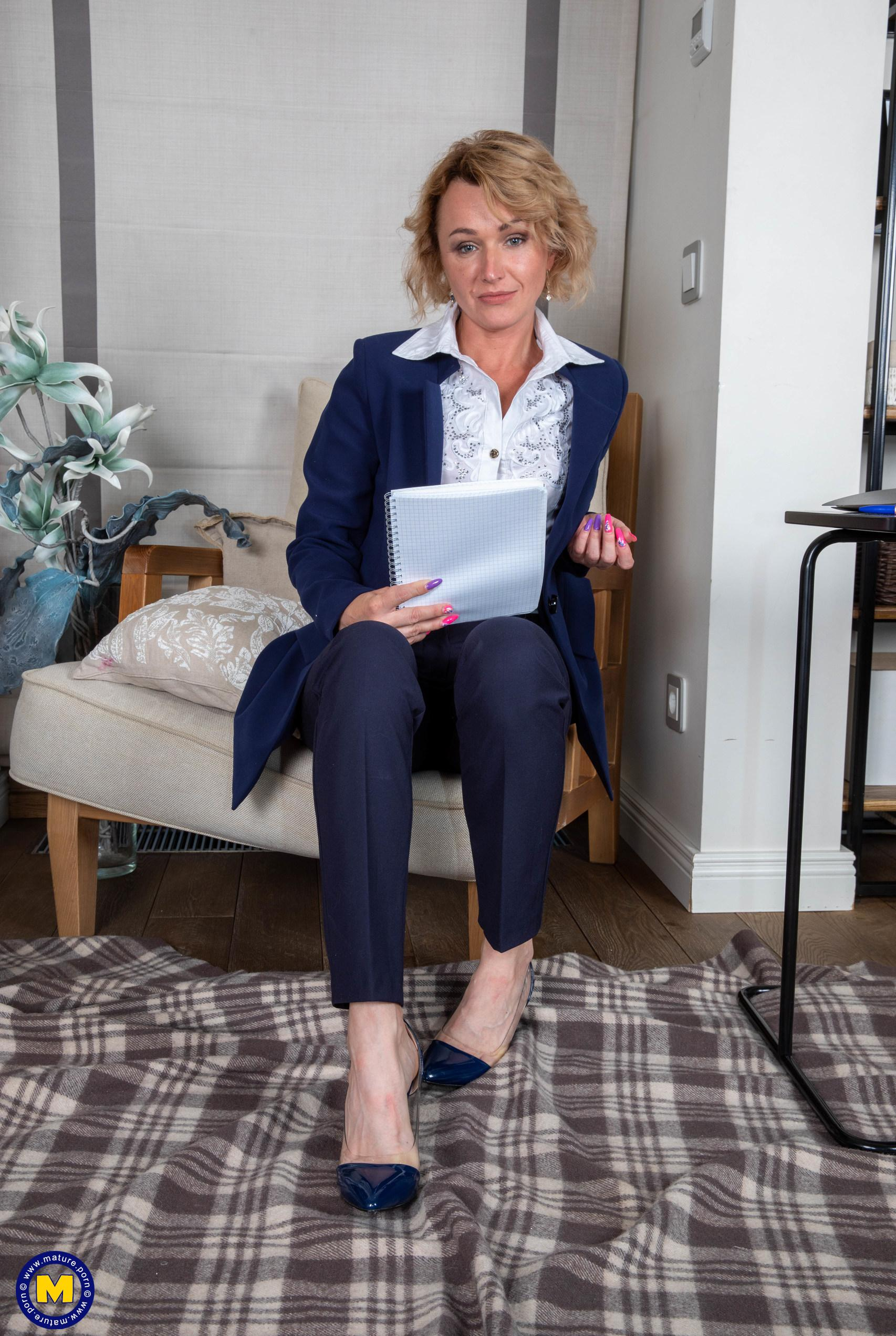 mature business angel requires mouth orgasm  picture 2
